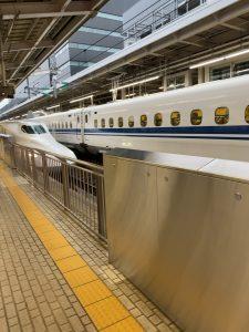 大阪駅の新幹線のぞみ90号